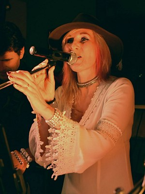 Teri Souter with The Stories, The Fleece Inn, Hillesley, 23rd December 2017. Photo by Roland G. Ings.